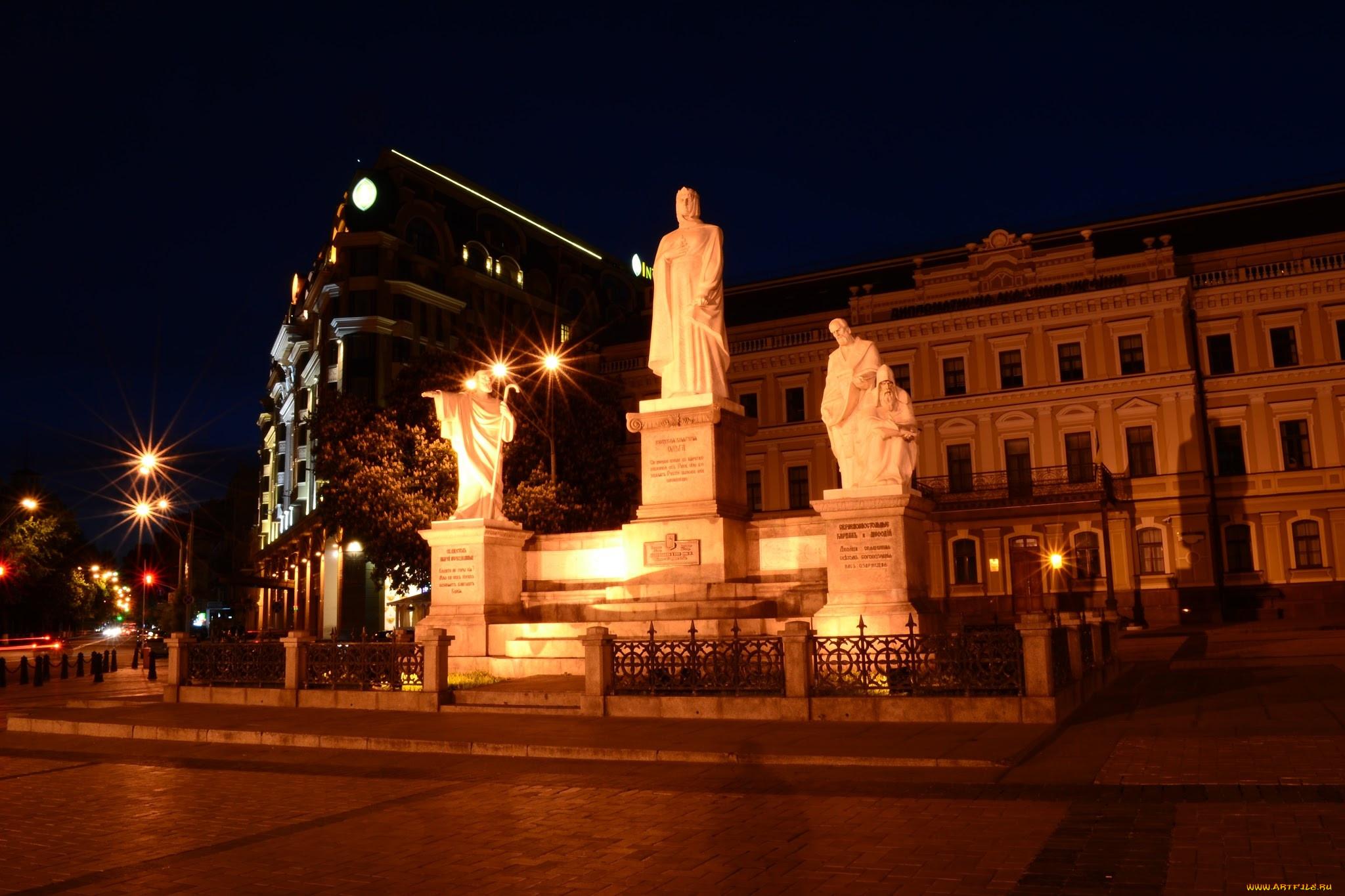 фото памятников киева ночью волосы совсем аккуратно
